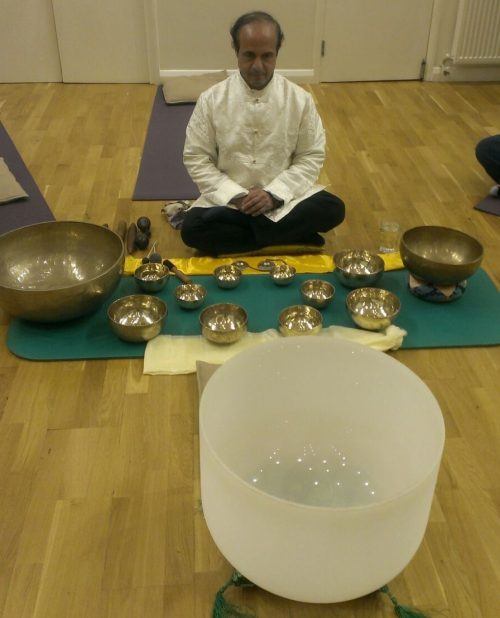 Konstantin singing bowls